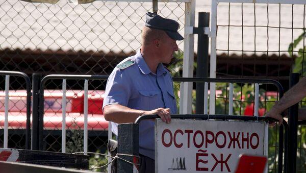 Плакат на абхазской границе - Sputnik Таджикистан