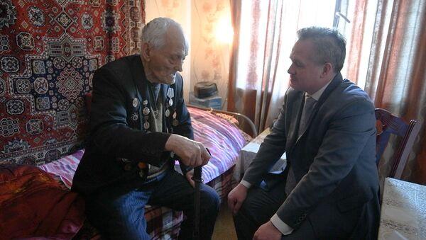 В Душанбе поздравили 99-летнего ветерана ВОВ - YouTube - Sputnik Таджикистан