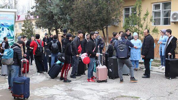 Таджикские студенты, эвакуированные из Ухани, выпущены из карантина - Sputnik Тоҷикистон