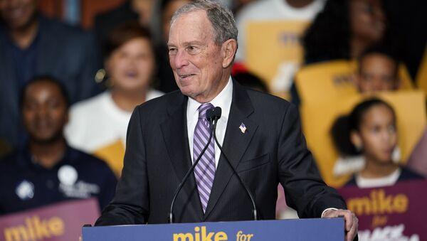 Кандидат в президенты от демократов и бывший мэр Нью-Йорка Майкл Блумберг - Sputnik Таджикистан