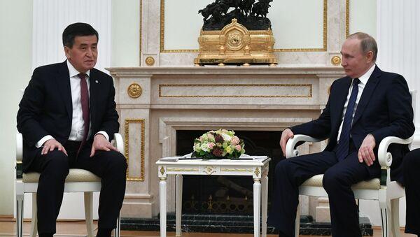 Президент РФ В. Путин встретился с президентом Кыргызстана С. Жээнбековым - Sputnik Таджикистан