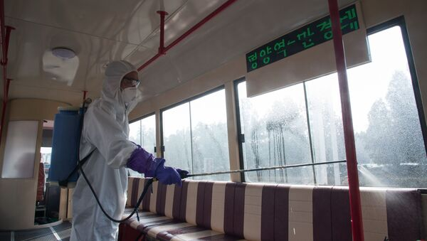 Дезинфекция трамвая против распространения коронавируса в Пхеньяне - Sputnik Тоҷикистон