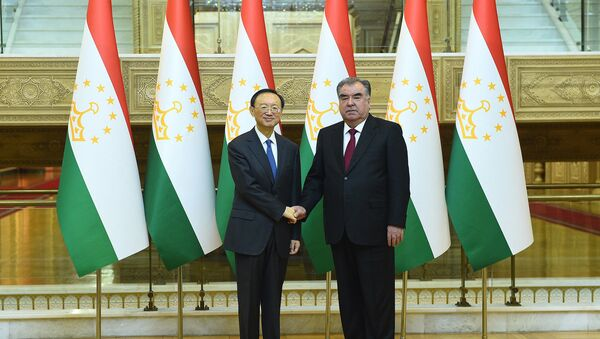 Эмомали Рахмон встретился с членом политбюро компартии Китая Яном Цзечи - Sputnik Таджикистан