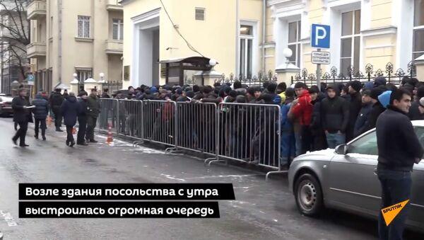 Очереди в посольство: таджикские мигранты проголосовали на выборах в Москве - Sputnik Таджикистан