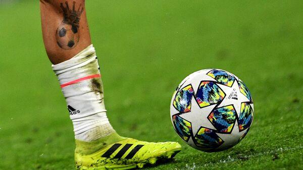 Ноги и футбольный мяч - Sputnik Таджикистан