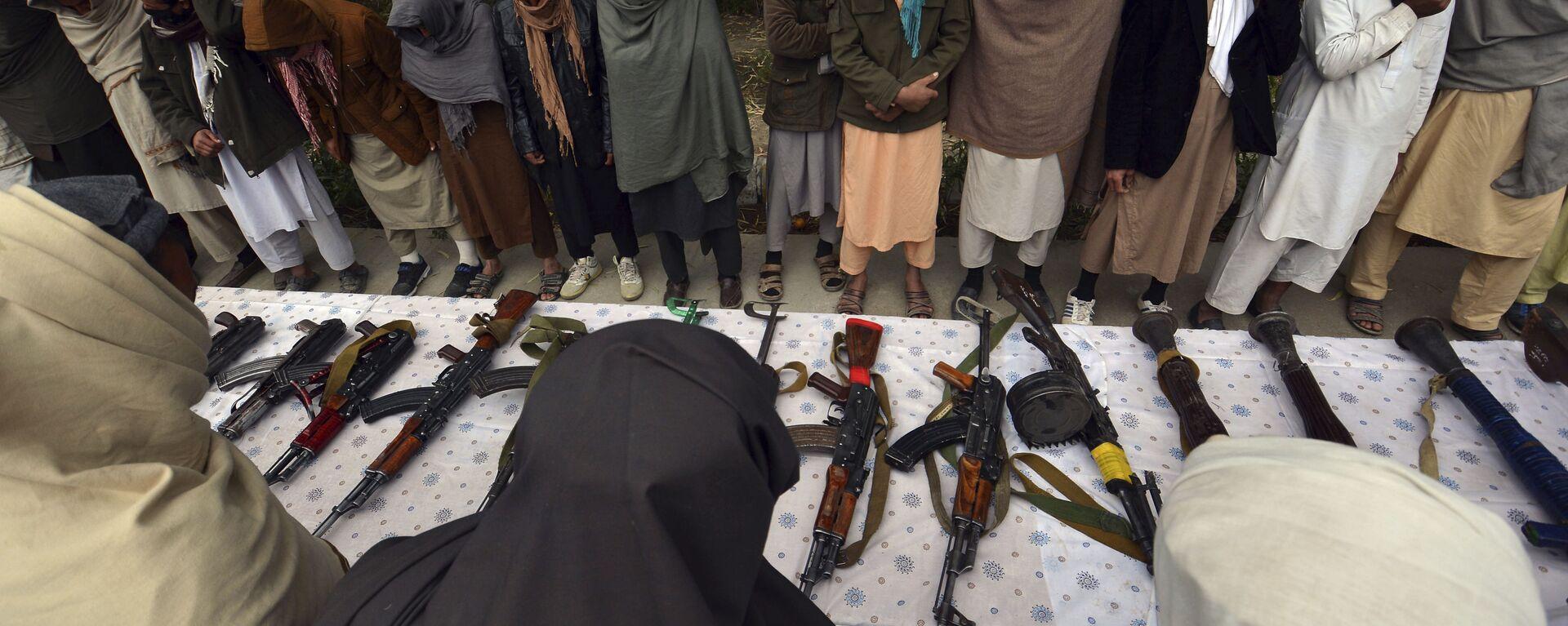 Бывшие боевики талибана передали свое оружие - Sputnik Таджикистан, 1920, 16.08.2021