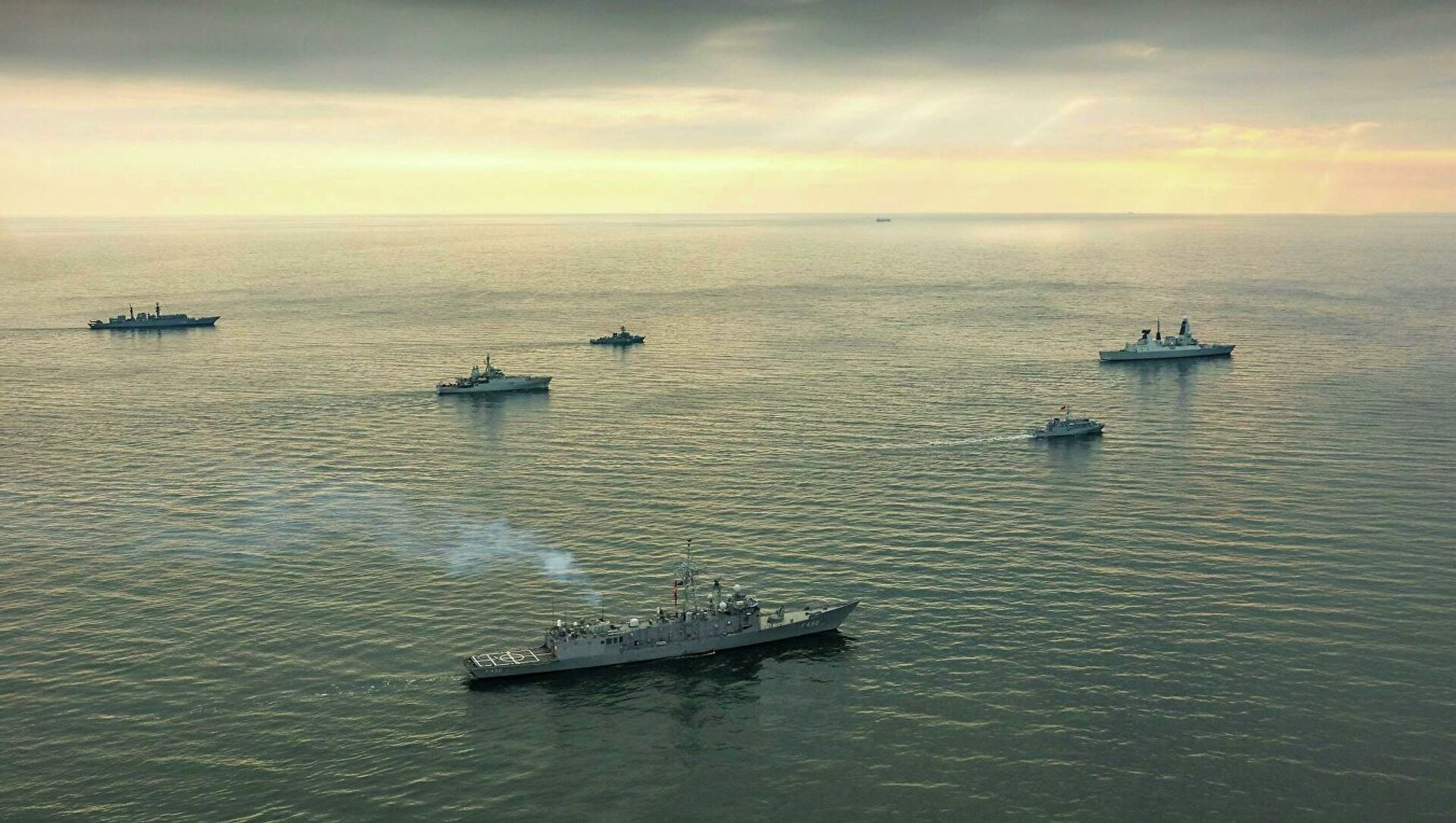 Корабли НАТО в Черном море. Архивное фото - Sputnik Таджикистан, 1920, 11.02.2021
