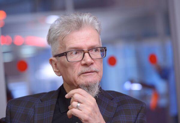 Писатель, поэт, публицист, председатель партии Другая Россия Эдуард Лимонов во время интервью в Москве. - Sputnik Таджикистан