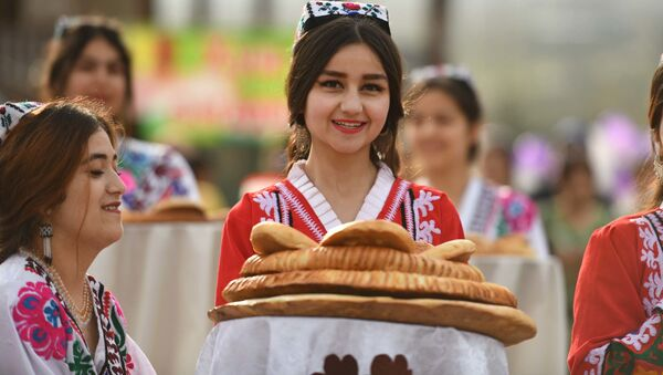 Встреча участников молодежного фестиваля Да здравствует дружба молодежи мира в Нуреке - Sputnik Таджикистан