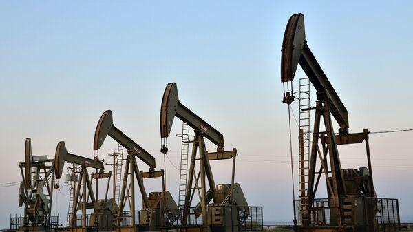 Нефтяные насосы, архивное фото - Sputnik Тоҷикистон