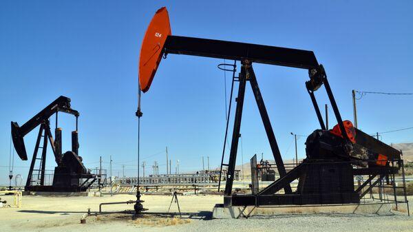 Нефтяные насосы, архивное фото  - Sputnik Таджикистан