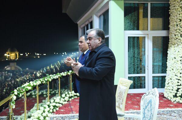Эмомали Рахмон на праздновании Навруза в Худжанде - Sputnik Таджикистан