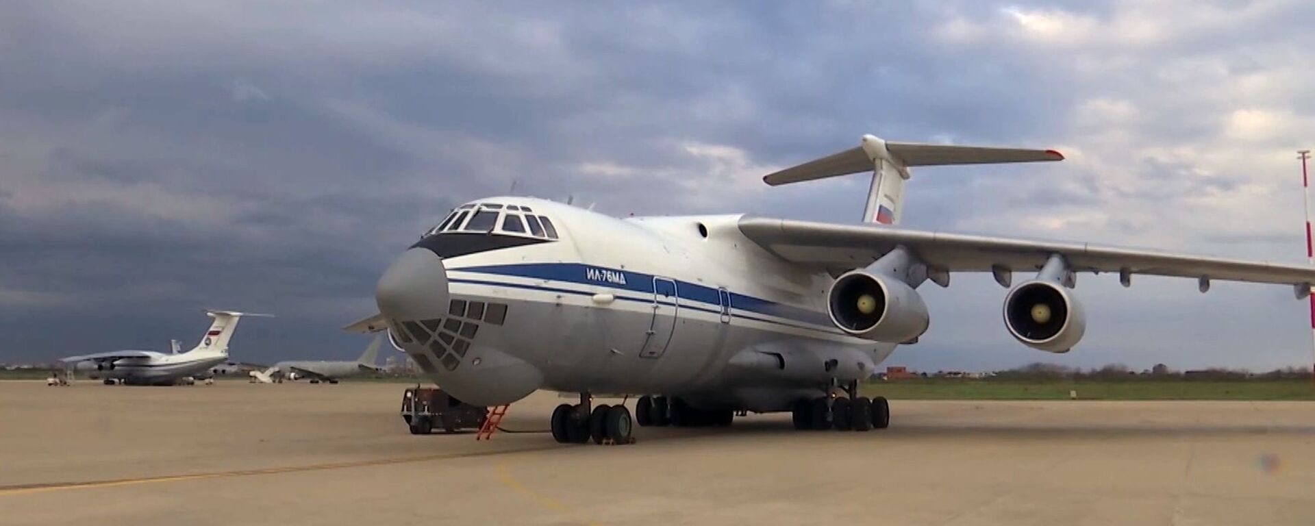 Военно-транспортный самолет ВКС России Ил-76 МД - Sputnik Таджикистан, 1920, 25.08.2021