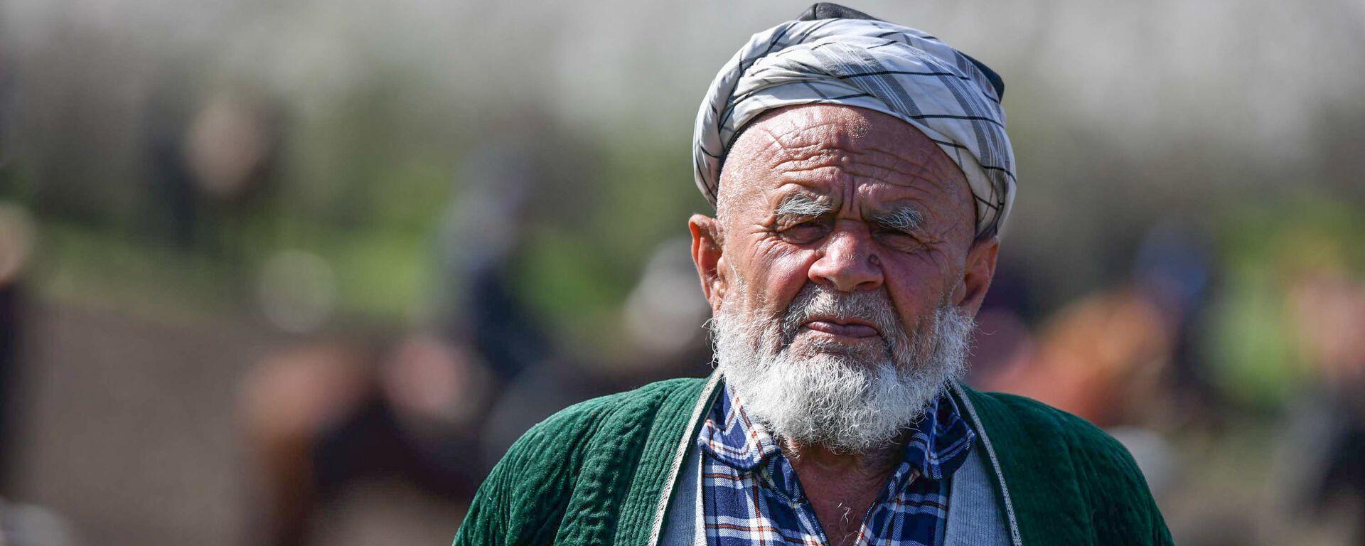Пожилой человек на турнире бузкаши в Таджикистане - Sputnik Тоҷикистон, 1920, 28.07.2021