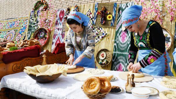Праздник мёда, хлеба и картофеля в г. Худжанд Согдийской области - Sputnik Тоҷикистон