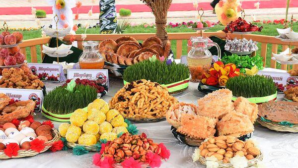 Традиционный праздничный стол на Навруз - Sputnik Таджикистан