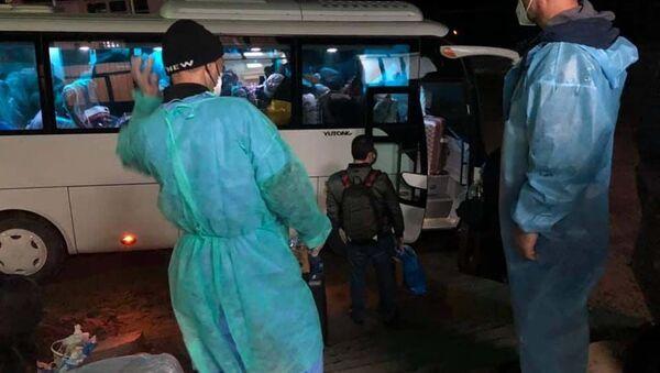 Пассажиров отправляют на карантин - Sputnik Тоҷикистон