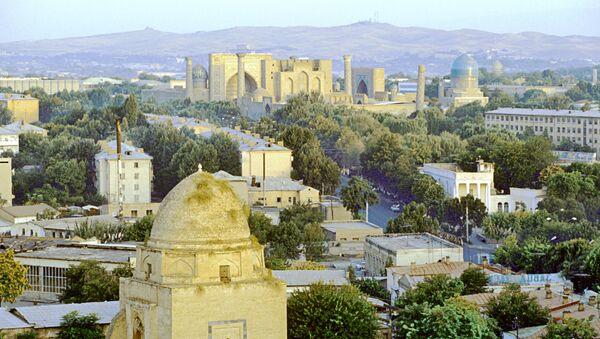 Вид на город Самарканд в Узбекистане. На заднем плане - площадь Регистан. - Sputnik Тоҷикистон
