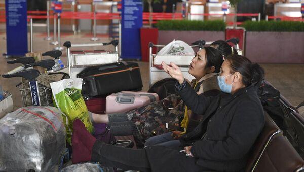 Пассажиры в ожидании рейса в аэропорту Шереметьево - Sputnik Таджикистан