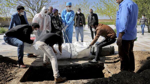 Похороны жертвы коронавируса в Тегеране - Sputnik Тоҷикистон