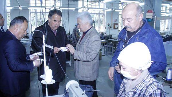 Председатель Согдийской области Раджаббой Ахмадзода посетил ООО Нассойи Худжанд и ООО Джавони - Sputnik Таджикистан