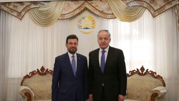 Министр иностранных дел Таджикистана Сироджиддин Мухриддин и Чрезвычайного и Полномочного посла Государства Палестина в Республике Таджикистан Луай Исса - Sputnik Таджикистан