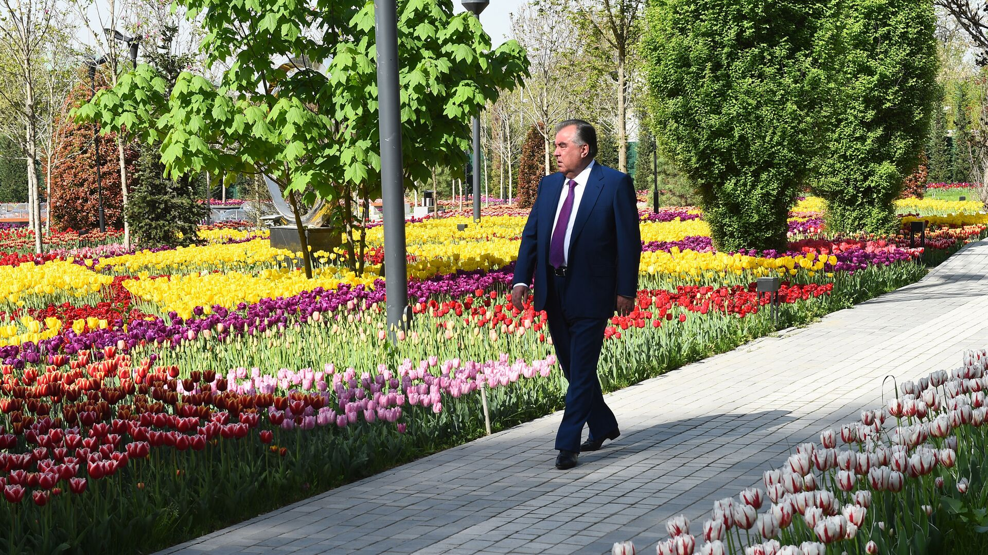 Президент Республики Таджикистан Эмомали Рахмон - Sputnik Тоҷикистон, 1920, 23.09.2021