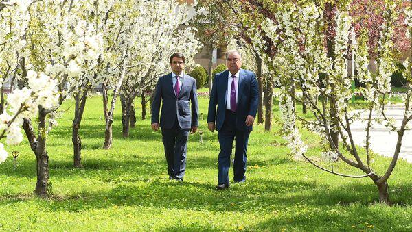 Президент Республики Таджикистан Эмомали Рахмон и мэр города Душанбе Рустам Эмомали - Sputnik Тоҷикистон