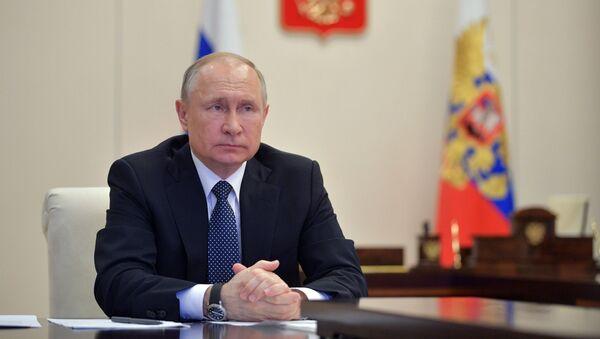 Президент РФ В. Путин в режиме видеоконференции провел совещание по вопросам развития ситуации с коронавирусной инфекцией - Sputnik Тоҷикистон