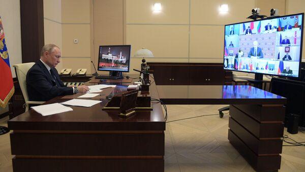 Президент РФ В. Путин в режиме видеоконференции провел совещание с руководителями субъектов РФ - Sputnik Тоҷикистон