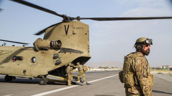 Американские войска увозят раненых, архивное фото - Sputnik Таджикистан
