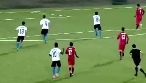 Нарезка голов в футбольном матче Душанбе-83 и Истиклол - YouTube - Sputnik Таджикистан