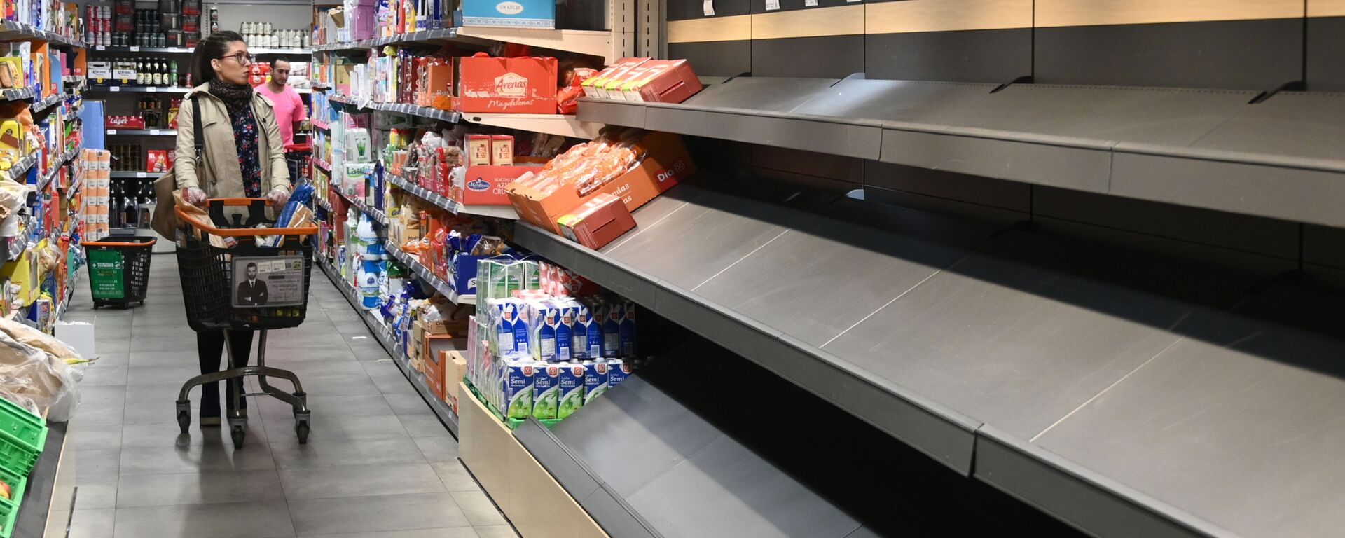 Пустые полки в супермаркете в Мадриде - Sputnik Таджикистан, 1920, 08.08.2021