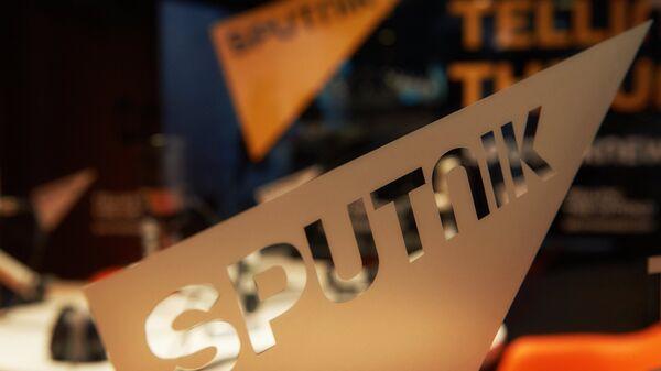 Логотип международного информационного бренда Sputnik  - Sputnik Тоҷикистон