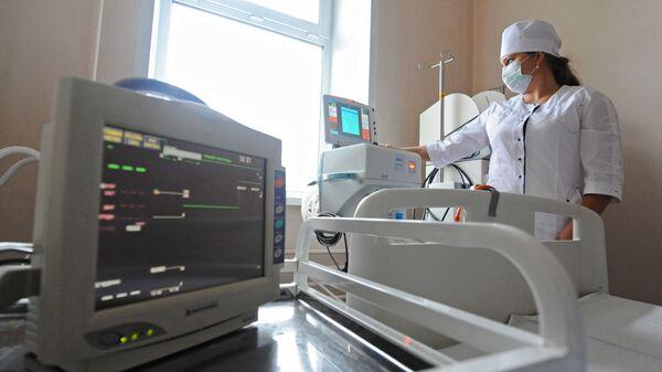 Подготовка оборудования для искусственной вентиляции легких в - Sputnik Таджикистан