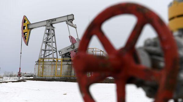 Работа нефтяных станков - качалок - Sputnik Таджикистан