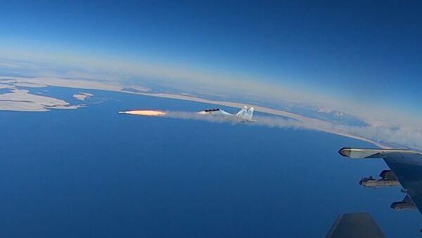Учения истребительной авиации: 50 экипажей устроили воздушный бой над Тверской областью - Sputnik Таджикистан