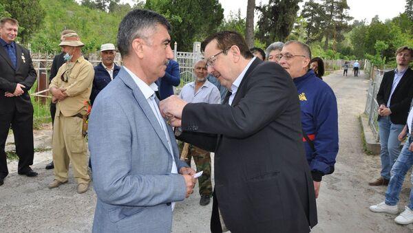 Российский посол в Таджикистане вручил всем участникам, в том числе гражданским активистам, медали в честь 75-летия Победы - Sputnik Таджикистан