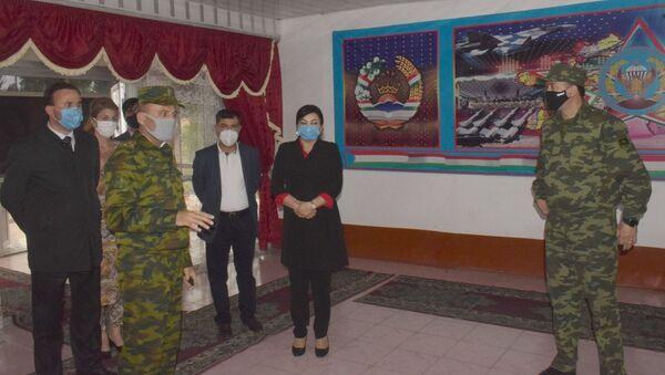 Вице премьер-министра Таджикистан посетила военную часть в городе Душанбе - Sputnik Тоҷикистон