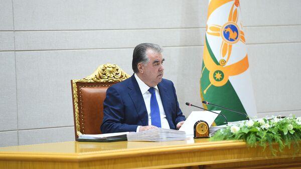 Президент Республики Таджикистан Эмомали Рахмон на заседании правительсва - Sputnik Тоҷикистон