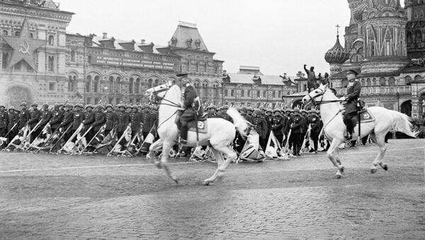 Парад на Красной площади в Москве 24 июня 1945 года - Sputnik Тоҷикистон