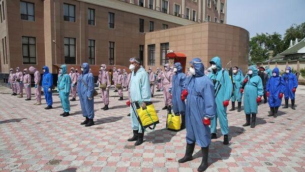 Инструктаж персонала уборочной бригады - Sputnik Таджикистан