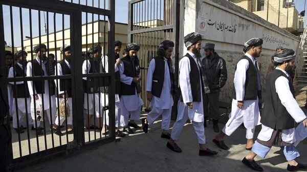 Афганские заключенные готовятся к освобождению из тюрьмы, архивное фото - Sputnik Тоҷикистон