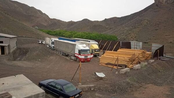 Сотрудники милиции обнаружили подпольную базу контрабандистов в Баткенской области - Sputnik Таджикистан