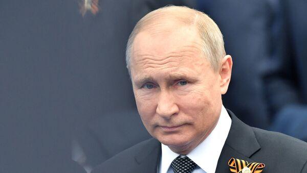 Владимир Путин участвует в торжественных мероприятиях в День Победы - Sputnik Тоҷикистон