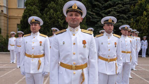 Офицеры Черноморского высшего военно-морского училища имени П. С. Нахимова на юбилейном 70-м выпуске в Севастополе - Sputnik Таджикистан