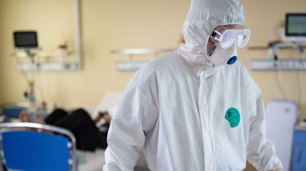 Врач Национального медицинского исследовательского центра здоровья детей Министерства здравоохранения РФ - Sputnik Тоҷикистон