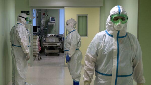 Врачи госпиталя для зараженных коронавирусной инфекцией COVID-19 - Sputnik Тоҷикистон