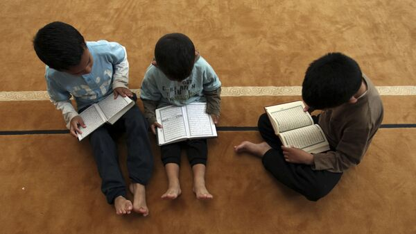 Дети читают Коран в мечети - Sputnik Тоҷикистон