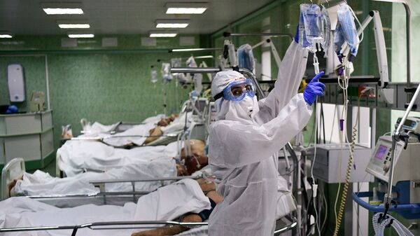 Врач и пациенты в отделении реанимации и интенсивной терапии - Sputnik Тоҷикистон